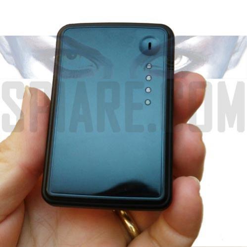 Piccolo Localizzatore GPS GPRS con batteria ed antenna interna che invia la posizione su cellulare
