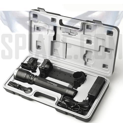 Torcia LED Lenser Professionale M17R ricaricabile 850 Lumen per lunga distanza fino a 450 metri